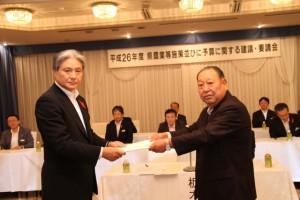 H26建議要請会(H25.10.11)福田知事&国井会長 写真